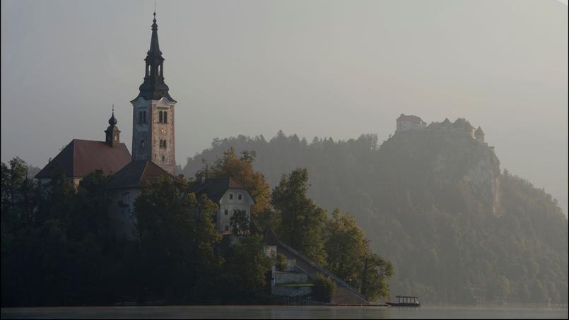 Au pied des Alpes Juliennes, le lac de Bled et ses environs font le bonheur des promeneurs, des pêcheurs et des amateurs d'histoire.