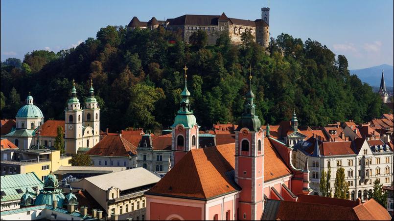 Perché sur les hauteurs de Ljubljana, le château domine la capitale slovène, au carrefour des mondes latin, germanique et slave.