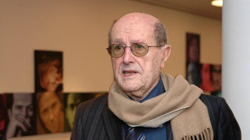 Manoel de Oliveira: la mort d'un ascète passionné DISPARITION – C'était le doyen des cinéastes européens, et peut-être mondiaux. Pourtant le réalisateur de Non ou la vaine gloire de commander, qui vient de s'éteindre à l'âge de 106 ans débordait de projets. Sa dernière œuvre le Vieux d