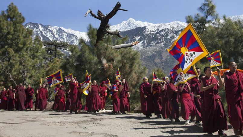 Des moines tibétains en Inde, le 10 mars, lors de la marche célébrant l'anniversaire du départ du Dalaï Lama pour l'Inde, où il s'est exilé en 1959.