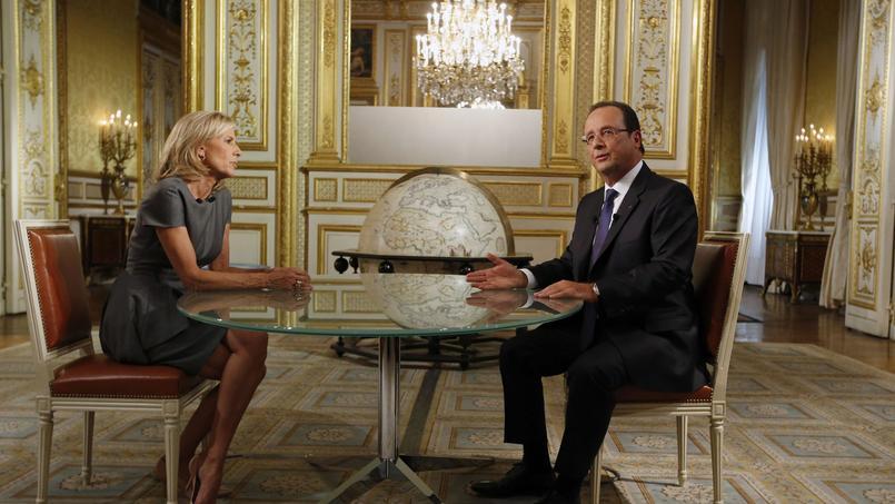 Le président de la République et la journaliste Claire Chazal lors d'une interview télévisée, en septembre 2013.
