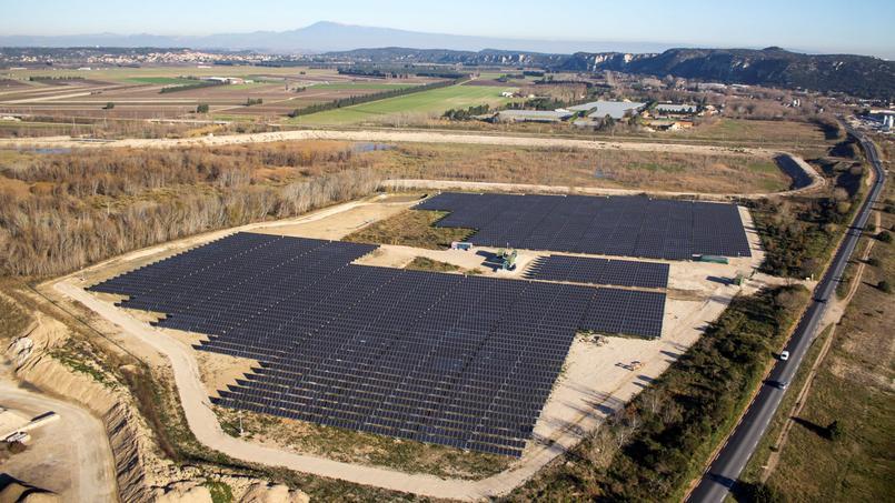 La nouvelle centrale solaire de Pujaut a été construite sur un terrain jadis occupé par Réseau ferré de France (RFF) et depuis laissé en friche.