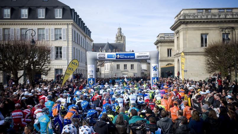 Départ du Paris-Roubaix, de Compiègne en 2012.