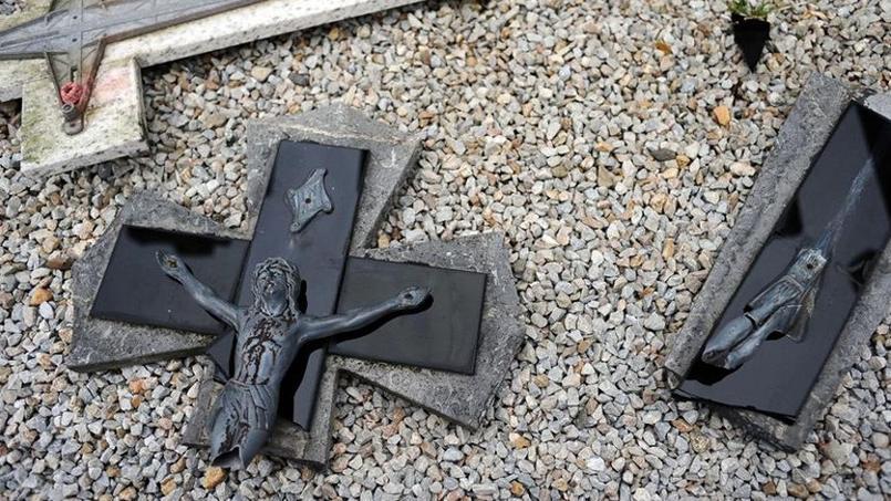 «C'est clairement le symbole de la croix, du Christ qui a été visé», indique -t-on à la mairie.