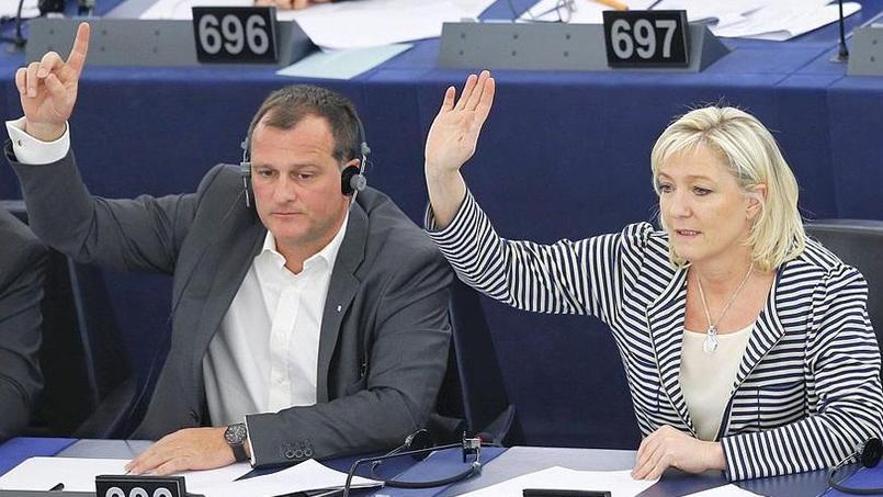Louis Aliot et Marine Le Pen lors d'une séance au Parlement européen