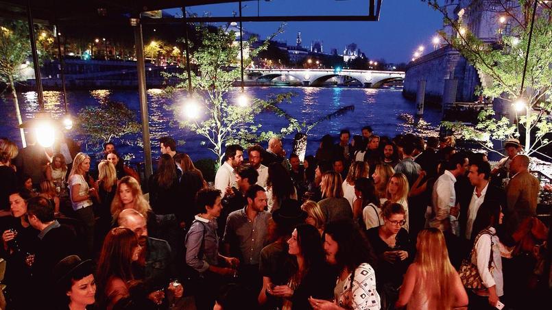 Amarrés sur le quai de l'Horloge, avec une vue époustouflante, les Jardins du Pont-Neuf proposent un restaurant en terrasse avec possibilité de croisières exclusives.