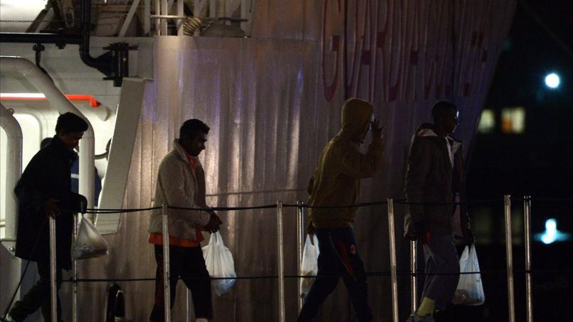 Les 28 rescapés du naufrage de dimanche sont arrivés hier soir au port de Catane en Sicile