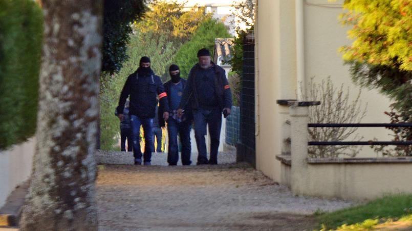 Les enquêteurs ont mené plusieurs perquisitions dans le quartier Vert-Bois à Saint-Dizier, en Haute-Marne, où des proches du suspect résident.