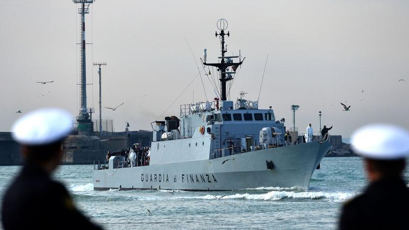 L'UE étudie la possibilité d'une opération militaire pour détruire les bateaux utilisés par les passeurs.