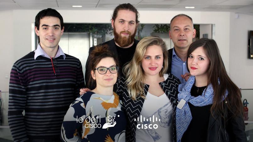 L'équipe de Wair et les bénévoles de Cisco qui lui apportent leur aide (de gauche à droite)Ghislain Bourgin (Cisco), Clothilde Fontanie (Wair), Laurent Rak (Wair)   Caroline Van Renterghem (Wair)   Rémi Sedilot (Cisco)   Bénédicte Viseux (Wair)