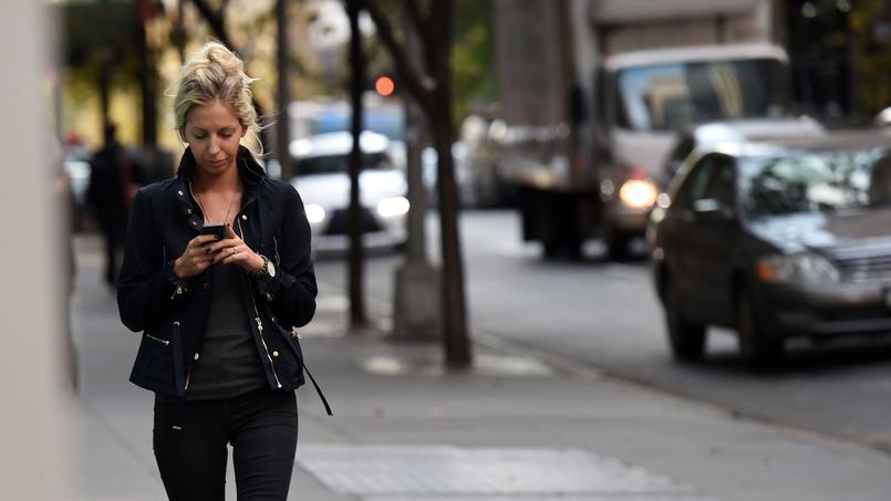 Le smartphone devient un outil phare pour consulter des sites d'information