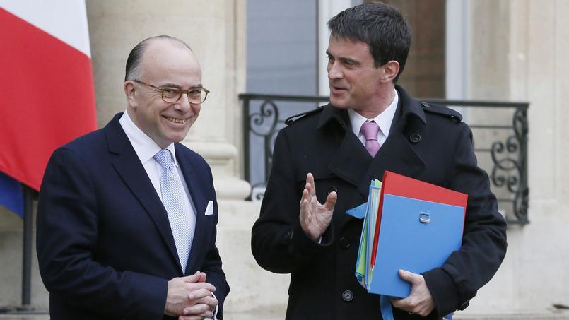 Bernard Cazeneuve, ministre de l'Intérieur, et Manuel Valls, premier ministre.