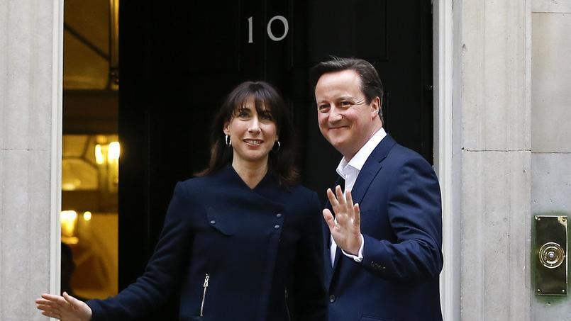 Alors que les sondages annonçaient un scrutin très serré, les conservateurs remportent 331 sièges sur 650.