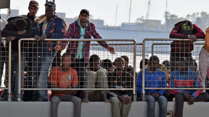 L'UE doit obtenir le feu vert du Conseil de sécurité de l'ONU l'autorisant à user de la force sur les côtes libyennes pour faire cesser le trafic.