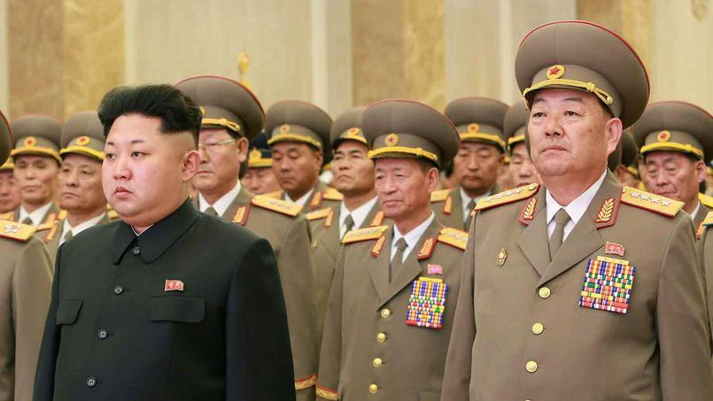 A droite, le défunt ministre de la Défense.