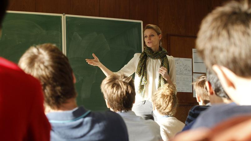 La sexologue Thérèse Hargot intervient auprès de la classe maternelle aux classes prépa de l'établissement Stanislas à Paris.