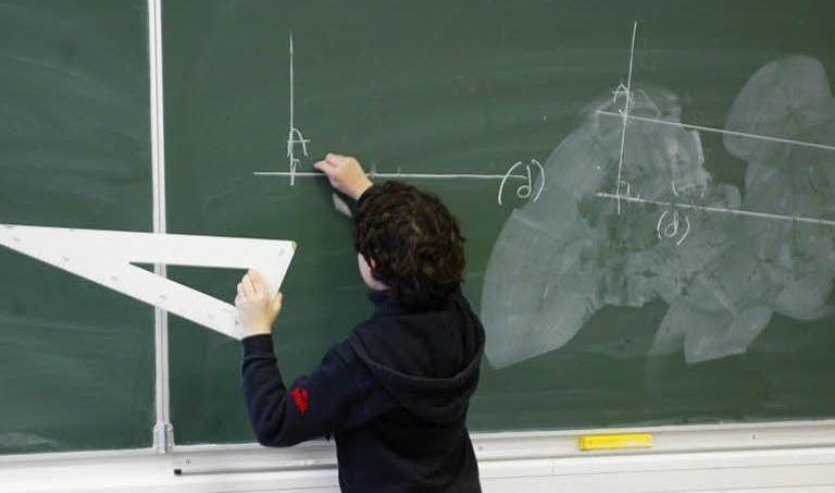 Ce «bonnet d'âne» confirme l'étude internationale Pisa réalisée en 2012 dans 65 pays de l'OCDE. La France a ainsi accusé en neuf ans, entre 2003 et 2012, une baisse de 16 points. Martine ARCHAMBAULT / Le Figaro