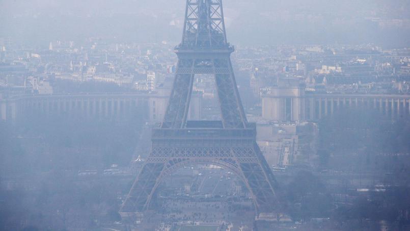 La circulation automobile, l'industrie, l'tilisation massive d'énergies fossiles pour les transports et les bâtiments sont à l'origine de gaz à effet de serre.