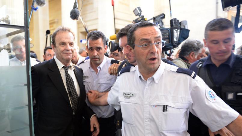 François-Marie Banier a été condamné à trois ans d'emprisonnement (dont six mois avec sursis) et 350.000 € d'amende. Il doit également rembourser 158 millions d'euros à Liliane Bettencourt.