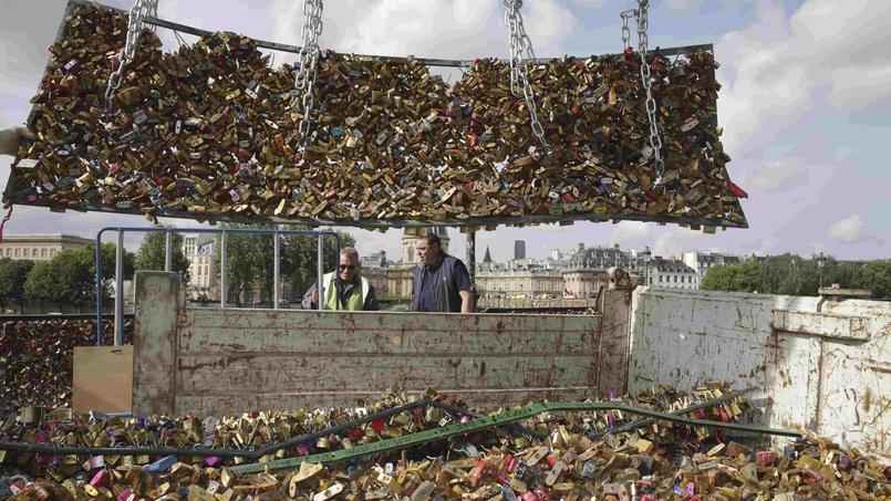 Cadenas d 39 amour le pont des arts commence sa mue - Cadenas amoureux pont paris ...