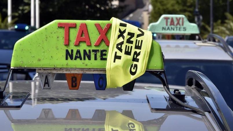 offensive d 39 uber en france taxis et vtc en col re contre le gouvernement. Black Bedroom Furniture Sets. Home Design Ideas