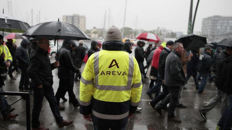 Le 2juin, les salariés ont manifesté pour protester contre les suppressions de postes annoncées par la direction (Crédit: Charly TRIBALLEAU/AFP)