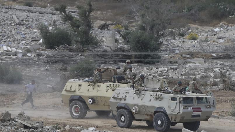 Soldats égyptiens dans le Sinaï (illustration).