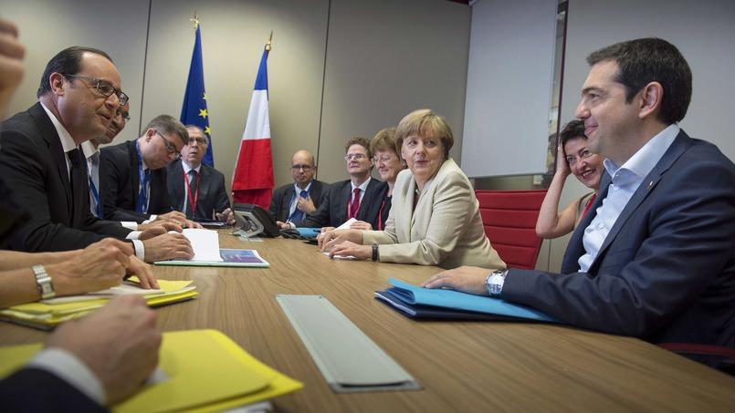 Le président français, François Hollande, la chancelière allemande, Angela Merkel et le premier ministre grec, Alexis Tsipras, le 26 juin à Bruxelles.
