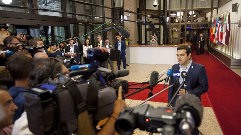 Alexis Tsipras, lors de sa déclaration à la presse, après les 17 heures de négociations qui se sont tenues de dimanche à lundi, à Bruxelles.