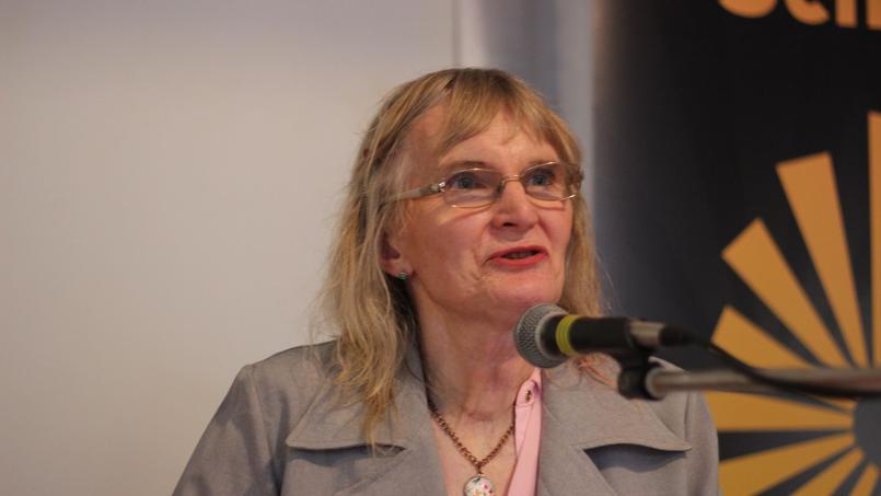 Lydia Foy est une Irlandaise trans qui s'est longtemps battue pour la cause des trans en Irlande. La voici lors d'une rencontre avec le parti politique républicain Sinn Féin, le 27 juin 2015. Crédits photo: Sinn Féin/Flickr.