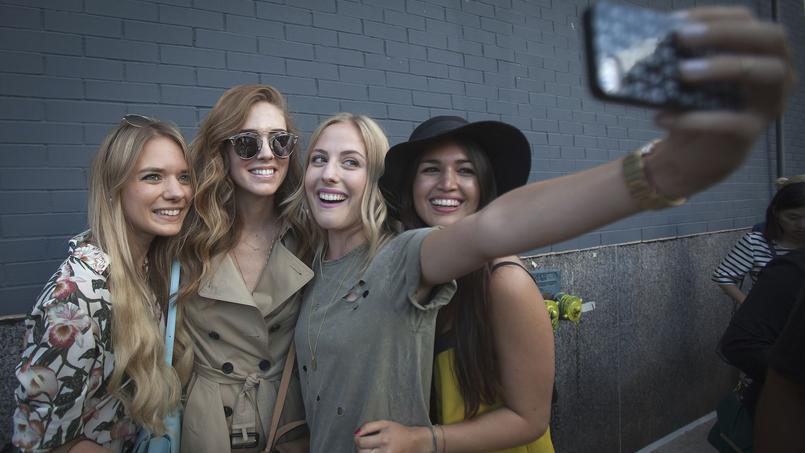 Avec les réseaux sociaux émergent des techniques pour varier les looks sans dépenser plus