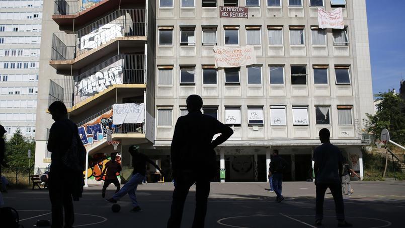 Paris transforme le lycée de la rue Jean-Quarré en centre d'hébergement