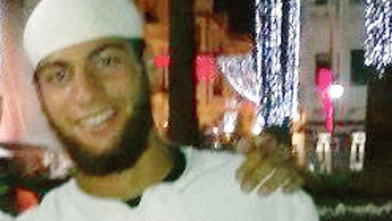 Que prévoyait Ayoub El Khazzani? Avait-il des complices? Les enquêteurs antiterroristes tentaient dimanche de le faire parler et fouillaient le passé de ce jeune islamiste qui semble avoir beaucoup voyagé.