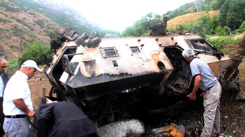 Dimanche, une embuscade tendue par les rebelles kurdes contre un convoi militaire dans la région montagneuse de Daglica au sud-est de la Turquie, s'était déjà soldée par la mort de 16 soldats.