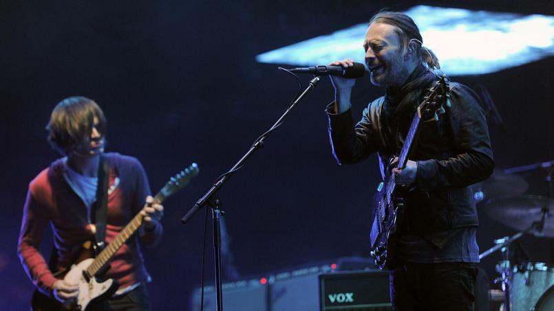 Le leader et chanteur du groupe, Thom Yorke aux côtés de son guitariste Jonny Greenwood en avril 2012. Un an plus tôt, Radiohead sortait son huitième album studio, The King of Limbs.