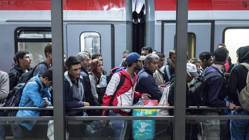Des réfugiés attendant à la gare de Munich samedi dernier.