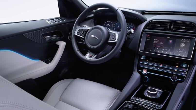Jaguar f pace le premier suv du f lin for Interieur jaguar e pace