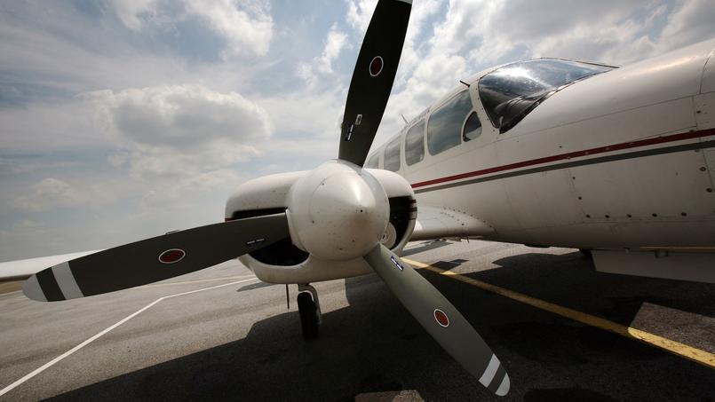 Selon la loi, un pilote privé, comme c'est le cas ici, ne peut réclamer d'argent à son passager.