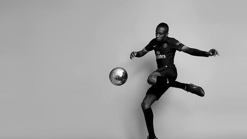 Blaise Matuidi avec le nouveau maillot du PSG (Crédits: Nike)