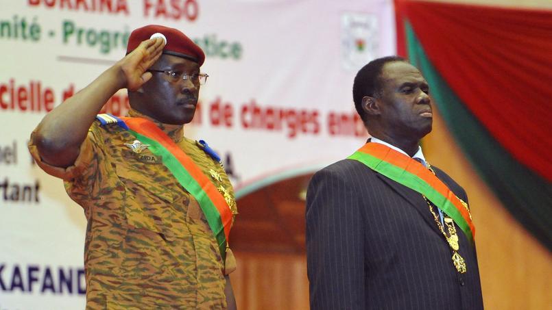 Le président de transition Michel Kafando (droite) avec le premier ministre Isaac Zida (gauche).