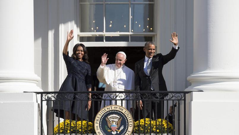 Le pape François, Michelle et Barack Obama, lors de la cérémonie organisée pour l'arrivée du Saint-Père, mercredi à Washington.