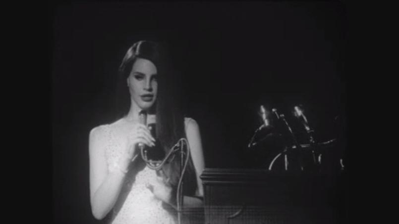 Lana del Rey avait-elle versé en 2012, des royalties à Warner pour chanter «Happy birthday» dans son clip National Anthem?