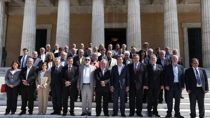 Alexis Tsipras entouré de son nouveau gouvernement.