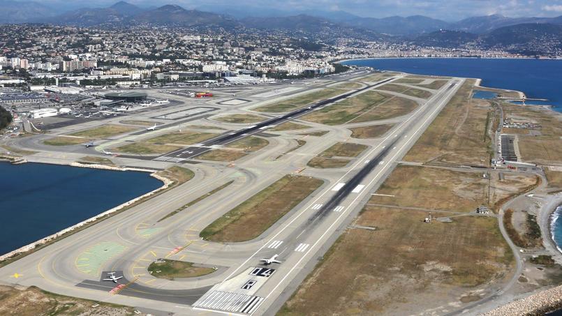 Une vue aérienne de l'aéroport de Nice.