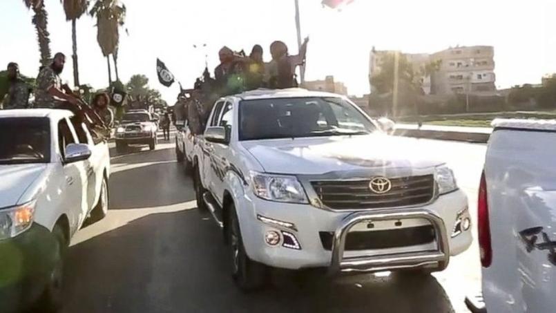 Des véhicules Toyota lors d'une vidéo de propagande de l'État islamique.