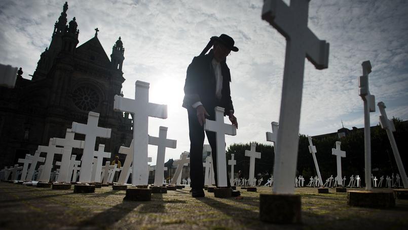 Les 600 croix blanches ont été installées dimanche à l'occasion de la cérémonie dédiée au agriculteurs suicidés et à leurs proches, dans le Morbihan.