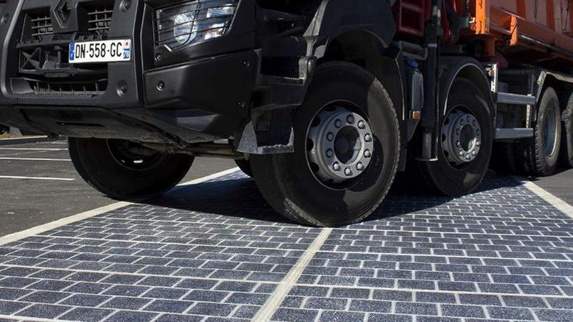 Les panneaux photovoltaïques sont traités pour résister au passage des poids lourds.