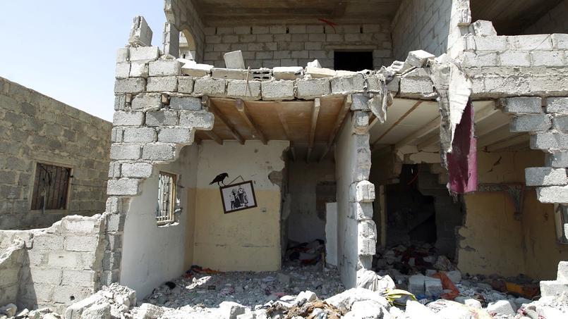Les ruines d'une maison bombardée par les forces saoudiennes, à Sanaa, la capitale du Yémen