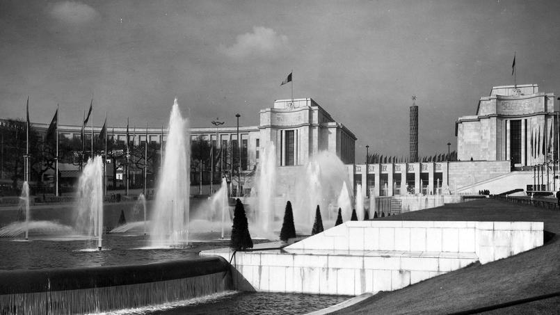 Le Palais de Chaillot réhabilité pour l'Exposition internationale de 1937. Le Musée de l'Homme installé dans l'aile ouest (à gauche) est inauguré le 20 juin 1938.
