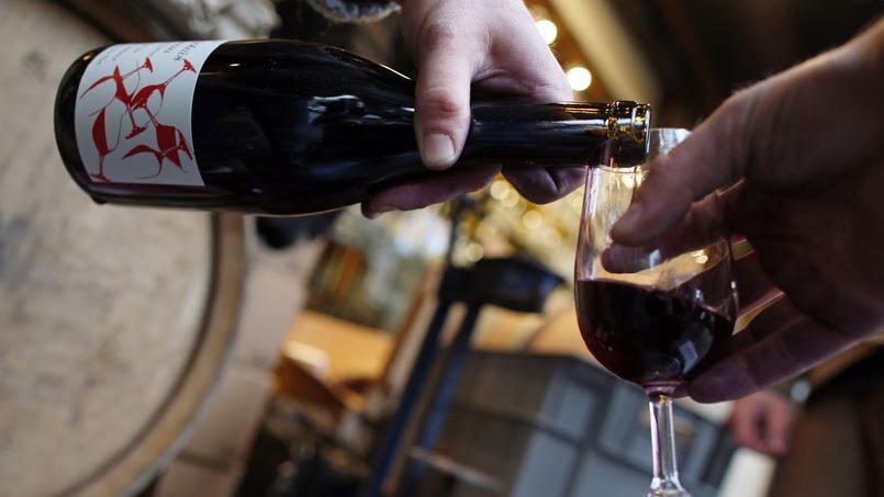 Selon l'étude FranceAgriMer, 16% des personnes interrogées déclarent boire du vin chaque jour.